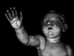 Dont be afraid (yeryi) Tags: blackandwhite bw italy sculpture baby vatican rome roma art blancoynegro statue museum canon blackwhite kid italia noir arte musei romano escultura vaticano estatuas be museo afraid estatua nio blanc negre dont vaticani capitolini cittdelvaticano g10 ciudaddelvaticano