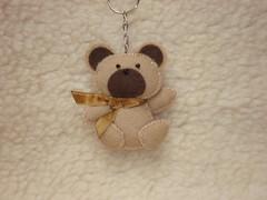 Urso (Lucy Gifts) Tags: bear aniversario handmade artesanato craft batizado felt beje recuerdo feltro portachaves aniversrio prendas regalo urso nascimento marrom magntico im chaveiro lembrancinha fieltro feitoamo