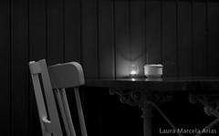 Tu y yo... el y ella.. el silencio y la ausencia.. (Laura Marcela Castiblanco) Tags: luz pareja duo yo ella el bn silla tu esperanza silencio lauramarcelaarias mesaparados unaparejaausente