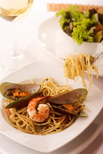 Mussels, Prawn and White Flesh pasta (Large)