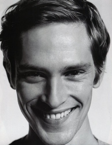Mathias Lauridsen0271_L'OFFICIEL HOMMES #18 Decembre 09