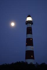 Bonrif (Karsten Hansen) Tags: winter mer moon lighthouse netherlands lune mond hiver insel ameland paysbas phare lemer niederlande blauestunde hollum pentaxk10d leuchttrum karstenhansen karhan