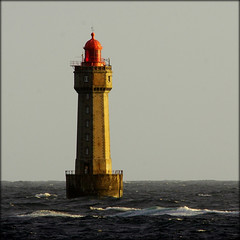 Ouessant, phare de la Jument. (glemoigne) Tags: lighthouse brittany bretagne breizh phare bzh finistère ouessant penarbed ushant pharesetbalises pharedelajument glemoigne gilbertlemoigne
