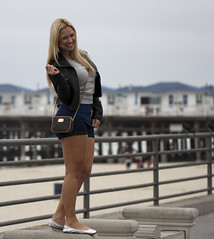 Posing for a picture (San Diego Shooter) Tags: girls portrait girl sandiego streetphotography pacificbeach blondegirl sandiegopeople sandiegostreetphotography theftaposing
