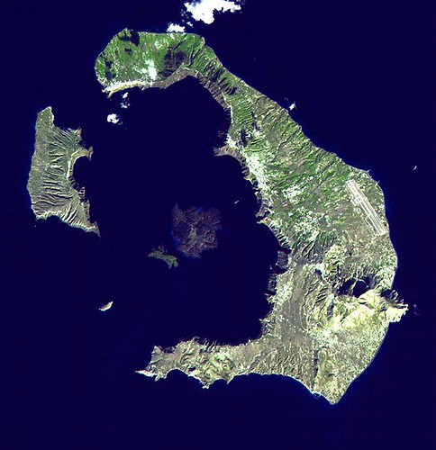 580px-Santorini_Landsat