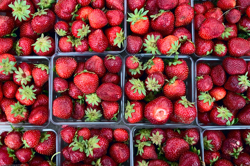 Strawberry, Farmers Market / 20090828.10D.51923.P1 / SML (by See-ming Lee 李思明 SML)