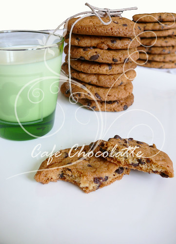 the best chocolate chip cookies & milk