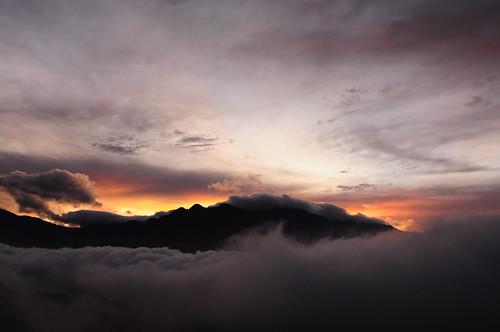 フリー画像| 自然風景| 山の風景| 雲の風景| 朝日/朝焼け| 中国風景|      フリー素材|