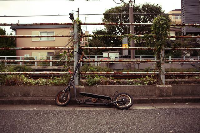 線路脇の放置自転車