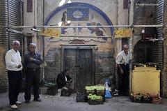 (Alieh) Tags: persian iran persia iranian bazaar ایران esfahan isfahan بازار اصفهان ایرانی aliehs alieh ایرانیان پرشیا عالیه اصفهانی سعادتپور saadatpour میوهفروشی گرمابهشازده