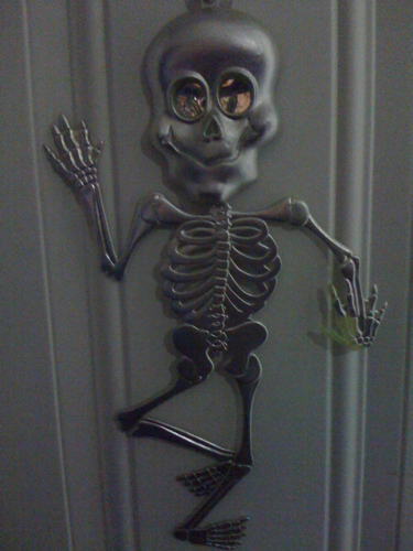 Silver comedy skeleton