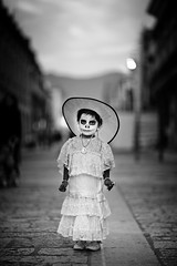 """The little """"Catrina"""" (Luis Montemayor) Tags: street sunset girl dayofthedead mexico atardecer calle nia oaxaca diademuertos catrina lacatrina artlibres"""