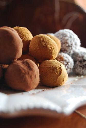 Tris di tartufi: al cacao, alla cannella e al cocco