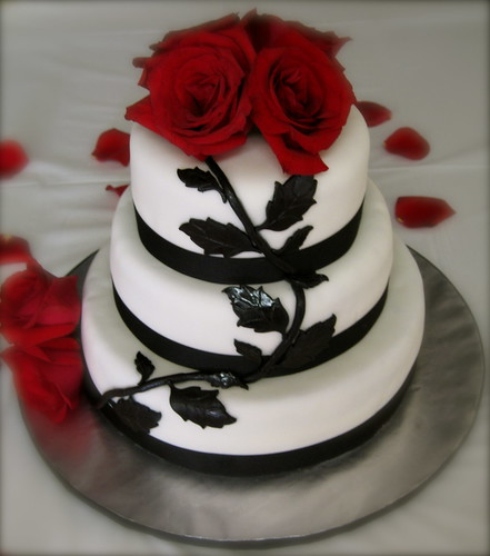 black and white wedding cake red roses priseaden white wedding cakes with roses 11847