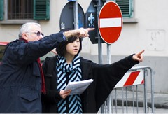 ovvie indicazioni (g_u) Tags: people woman man florence donna hand gente persone uomo mano firenze sas cartello gu giglio ugo giapponese turista divieto indicazione piazzaindipendenza