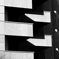 Lyon - Façade d'immeuble. (Gilles Daligand) Tags: lyon rhone immeuble façade graphisme balcons noiretblanc bw monochrome carré olympus omdem5 architecture géométrique abstrait balcony