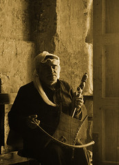 Música en Qasr Amra (_madmarx_) Tags: travel music castle texture textura sepia canon middleeast jordan musica desierto retocada ud castillos xsi jordania amra qasramra desertcastles concretetexture 450d amracastle madmarx xordania