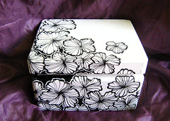 box box cd (Wytwory LiluLilu) Tags: flowers white black flower box painted handpainted paintedflowers handpaintedflowers handpaintedbox boxwithflowers