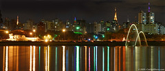 Luzes da pauliceia no lago / Sao Paulo lights over the lake (Carlos Alkmin) Tags: city cidade urban reflection nature colors skyline night reflections cores landscape lago lights colours sopaulo postcard natureza chafariz landmark sampa sp urbannature noite urbana ibirapuera urbano luzes turismo fonte reflexos attraction attractions paulista touristic urbe paulistaavenue avpaulista parqueibirapuera fonteluminosa ibirapuerapark atrao estadodesaopaulo atracao atracoes grupopodeacar guasdanantes fontemultimdiadoibirapuera