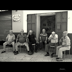 (_Blaster_) Tags: street door friends bw italy men bar italia fuji bn f30 finepix amici salento puglia biancoenero blaster domenica uomini grottaglie chianche fujif30 equestabella tirompicazzotuelefavve