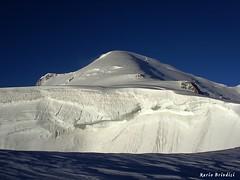 Monte Bianco (4810) dal Col de la Brenva (4303) (Marioleona) Tags: alps alpes mario glacier mount climbing monte courmayeur chamonix alp mont glaciar bianco blanc ghiaccio ghiacciaio maudit brenva platinumphoto mountainsociety mariobrindisi cainapoli