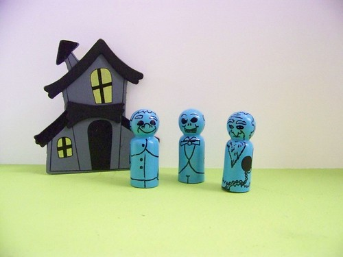 Hitchhiking Ghosts peg people