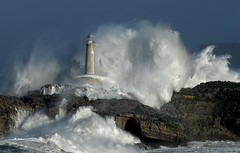 Faro de Mouro.RAFA RIANCHO / 1905DSC / Foto: Rafael G. Riancho (Rafael Gonzlez de Riancho (Lunada) / Rafa Rianch) Tags: en costa lighthouse storm water de island spain agua eau wasser lighthouses mare waves power cliffs espana una tormenta rafael tempest rocce acqua swell pioggia olas phare isla vatten santander temporal vesi cantabria gonzlez vand scogliere wellen tempesta lunada sturm fari faros acantilados aton ligthouse tempestad phares isole waterforms meerwasser winkt mouro leuchttrme navigare akvo navigationalaid strmisch navaid lighouses aidtonavigation strmen riancho rafaelriancho rafaelgriancho lighthousesinastorm farosenunatormenta thepowerofstormlighthouses signalisationmaritime rafariancho rafagriancho rafaelgonzlezderiancho