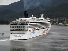 Norwegian Star departs