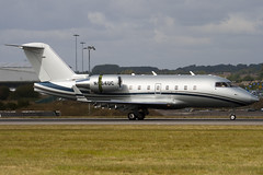 N64UC - Private - Canadair CL-600-2B16 Challenger 604 - Luton - 090914 - Steven Gray - IMG_7137