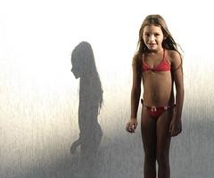 !Peek a boo! (steph_ie) Tags: shadow cute sombra littlegirl menina icollectlight stephaniebastos