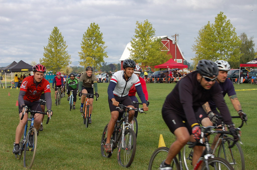 There you go...photographic proof Im racing at Heiser Farms...albeit, in the back of the pack!