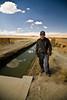 Jeune éleveur dont certains amis sont montés travailer à la mine par soucis financier, augmentant les problèmes de contamination (Crucero, Puno, Pérou, août 2009)