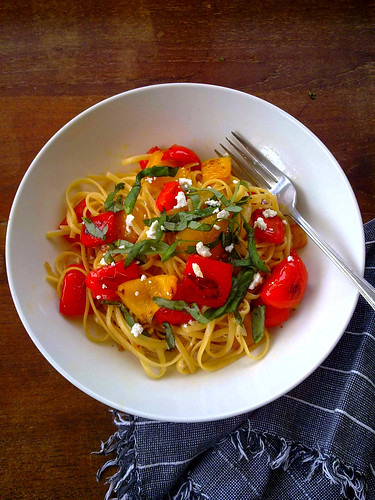 Linguine with bell peppers, feta and basil - by Linda Tom