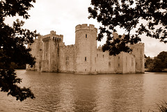 Bodiam Castle in the Frame (antonychammond) Tags: uk castle britain medieval moat nationaltrust tp middleages eastsussex bodiamcastle otw mywinners platinumphoto flickraward concordians engtland flickrlovers nikonflickraward siredwarddalyngrygge castlespalacesmanorhousesstatelyhomescottages flickrunitedaward