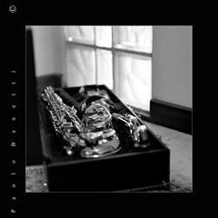 ho inciampato in un sax... 3 (paolo.benetti) Tags: bw 6x6 kodak musica nikkor sax stress 105mm pellicola riproduzione sassofono 100tmax rataplan zenzabronicas2