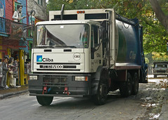 Iveco Trash Truck (So Cal Metro) Tags: argentina trash garbage buenosaires rubbish laboca waste refuse boca sanitation iveco trashtruck dustcart cliba