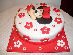 bolo Minnie (Isabel Casimiro) Tags: amigos castle cake bar batizado castelo christening minnie playstation bolos aniversrios bodasdeprata princesas winx belaadormecida bolosartisticos bolosdecorados bolobatman bolocarro bolopirataecupcakes boloavio bolopirata bolosdeaniversrocakedesign bolosparamenina bolosparamenino