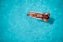 Variation sur le mme thme (janbat) Tags: blue france water soleil nikon eau tokina1224 bleu swimmingpool audrey bikini d200 toulouse f4 bronzage piscine maillotdebain matelasgonflable jbaudebert