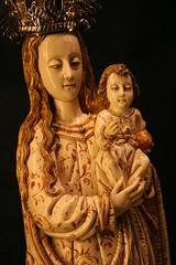 Madonna con Gesù bambino in avorio (Matteo Bimonte) Tags: santa de la sevilla spain madonna catedral espana andalusia maría con sede spagna avorio bambino siviglia gesù