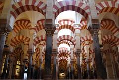 mezquita- l'uomo fa e poi distrugge.. (luana183) Tags: unesco chiesa cordoba mezquita andalusia colonne archi moschea