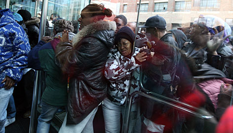 Panic in Detroit: 35,000 line up for federal poverty help, conservatives laugh