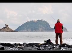 davanti agli occhi ancora il sole, dietro le spalle un pescatore (elleci73 - Leonardo) Tags: distillery