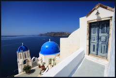 Santorini - Oia - Greece (Angelo Bosco) Tags: door blue sea white greek blu aegean santorini greece grecia porta domes bianco oia cyclades cicladi egeo cupole aegeansea  sigma1020  abigfave maregeo    colourednotes angelobosco