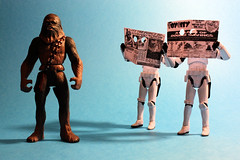 Feeling observed ? (Stfan) Tags: toy actionfigure newspaper starwars stormtroopers journal spy stormtrooper figurine espion spying jouet wookiee chewbacca hasbro incognito advancedtechnologies stormtroopers365 lifeonthedeathstar