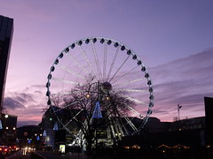 Birmingham Big Wheel at sunset (ell brown) Tags: greatbritain sunset england birmingham unitedkingdom christmaslights nightshots westmidlands broadst centenarysquare birminghambigwheel