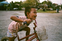 (NateVenture) Tags: travel film smile analog thailand kid thai konica s400 superia400 rayong pattaya bigmini route3 chonburi jomtien 3535 sattahip  bm302