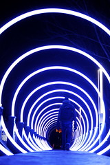 Serge Maheu, Passages, 2017 (art_inthecity) Tags: iluminart artpublic publicart montréal montreal canada lightinstallation installationart installationlumineuse interventionurbaine quartierdesspectacles québec quebec art lumière light passage bleu blue circle cercle gateway sergemaheu people personnes