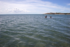 Pto. Madryn: a day in the water (Ostrosky Photos) Tags: sea summer people patagonia sun man male sol beach argentina kids three mar sand gente group sunny playa verano hispanic chubut madryn caucasian puertomadryn veraneo ptomadryn