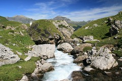 Švýcarské Alpy (Jiri Zavadil) Tags: alps nature canon river landscape switzerland europe alpen 2009 montain grouptripod