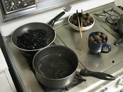 IMG_3666 (gfixler) Tags: ink walnut nuts stove howto castiron making fryingpan frypan simmering simmer juglans juglansregia englishwalnut juglone persianwalnut commonwalnut